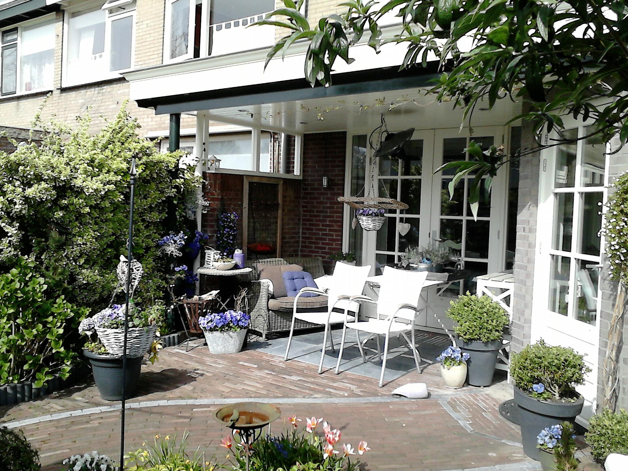 Uitbouw van de keuken met een veranda kozijnen met rode indeling louwenbouw - Interieur van een veranda ...